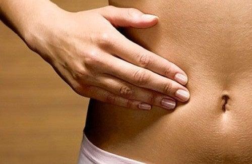 Infiammazione addominale, ecco le cause e i trattamenti