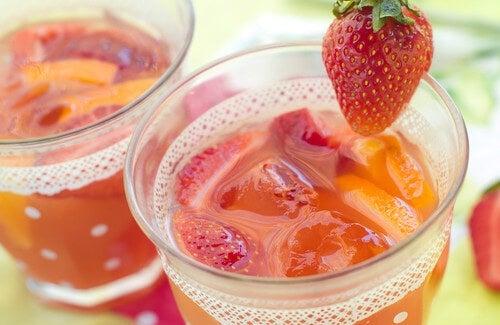 Acqua di fragole per disintossicare l'organismo