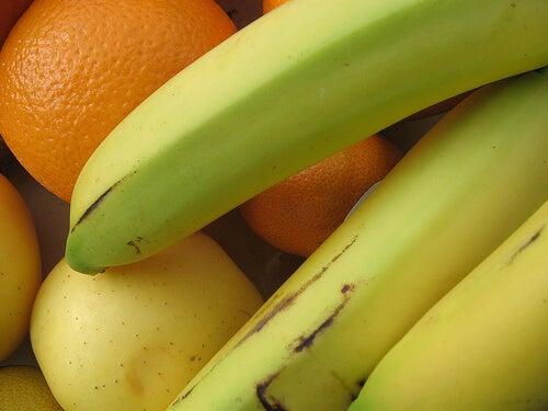 Banane, mele e arance