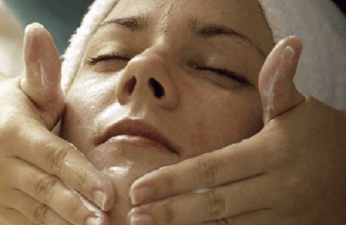 Prendersi cura della pelle durante la menopausa