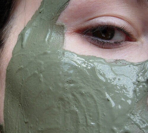 maschera viso all'argilla