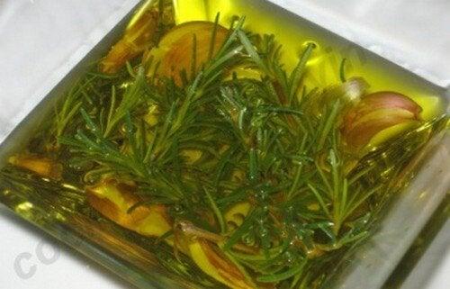 Usi dell'olio di rosmarino che forse non conoscete