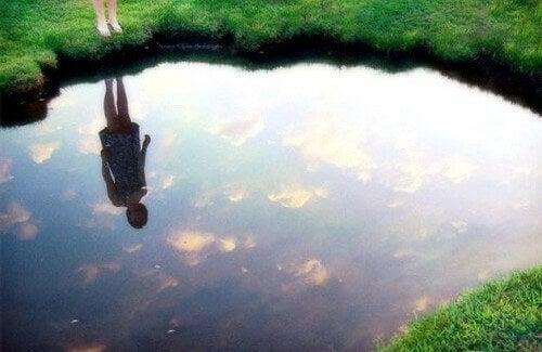 Scoprite la legge dello specchio per essere felici