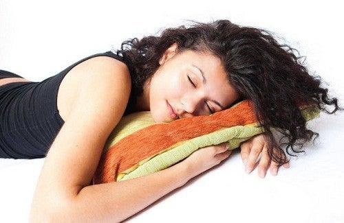 Dormire bene sul lato sinistro