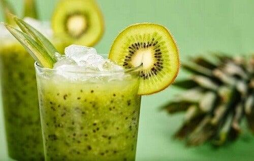 Frullato di kiwi e lattuga per perdere peso