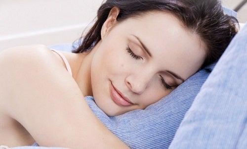 Come preparare una lozione rilassante per dormire meglio