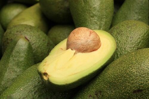 L'avocado è uno degli elementi che si possono usare in un frullato sostitutivo di un pasto