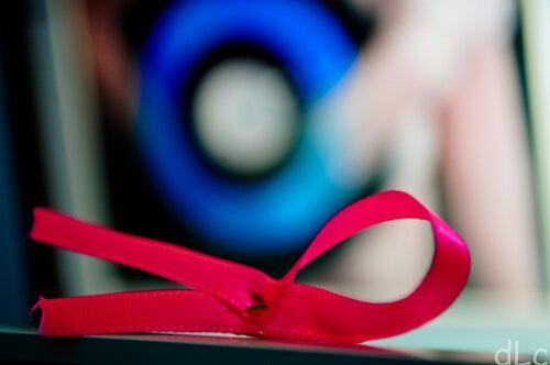 Come riconoscere i primi sintomi del cancro al seno