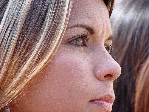 Pelle flaccida del viso