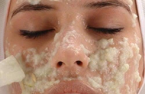 Schiarire la pelle con i rimedi fai da te
