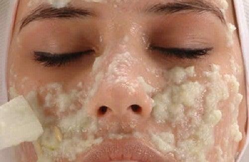 Rimedi fatti in casa per schiarire la pelle