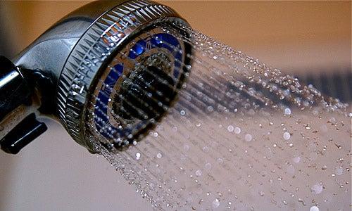 10 benefici del farsi la doccia con acqua fredda
