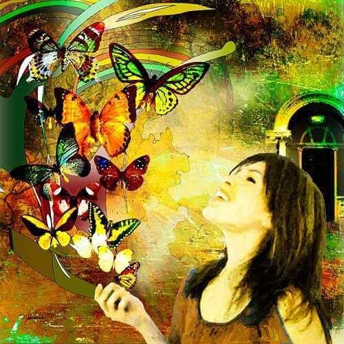 Disegno donna con farfalle