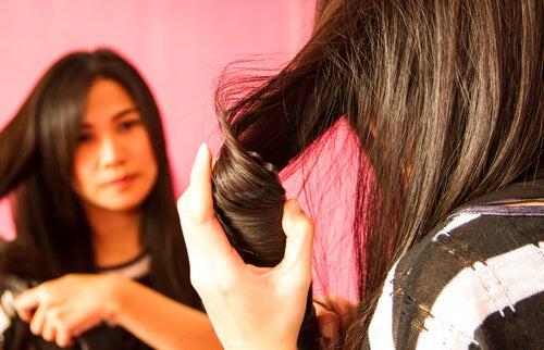 Piastrare i capelli
