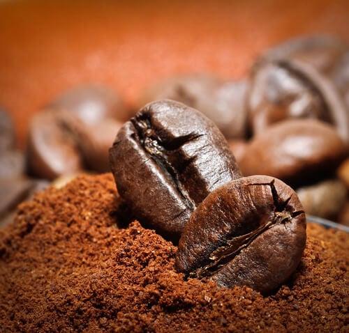 Caffè in grani e in polvere
