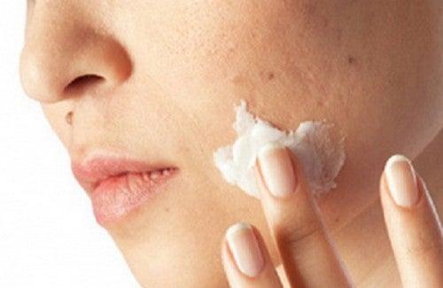 Pulire le impurità della pelle in un mese