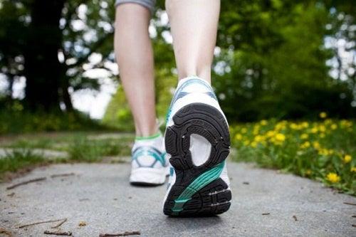 Camminare aiuta ad accelerare il metabolismo