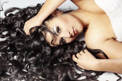 Risultato di lavare i capelli senza lo shampoo