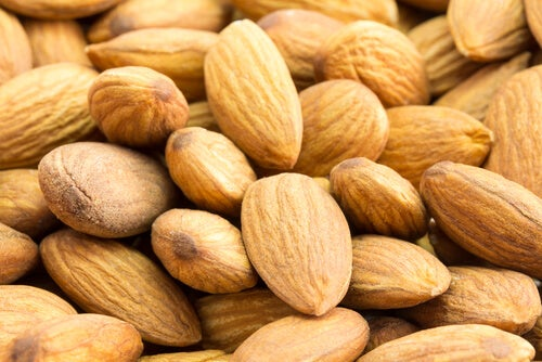 Mandorle tra gli alimenti che riducono lo stress