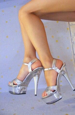 Donna con scarpe alte