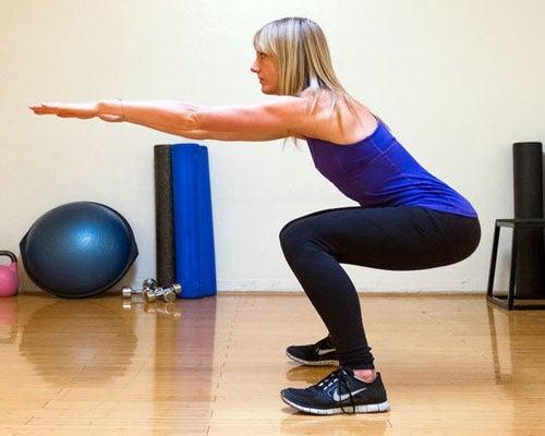 Squat per rafforzare le gambe