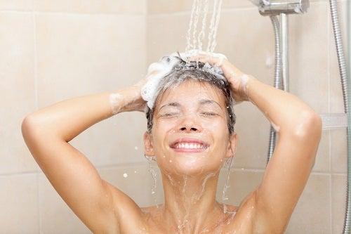 Fare la doccia tutti i giorni è dannoso per la salute?