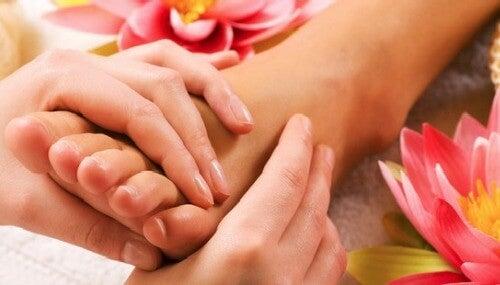 massaggio ai piedi stanchi