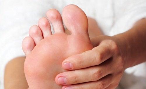 Consigli per dare sollievo ai piedi stanchi