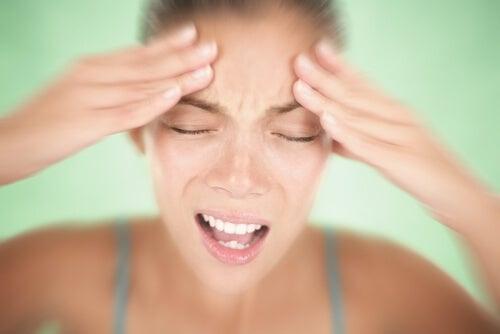 L'acne può essere il sintomo di uno squilibrio ormonale