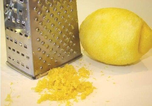 10 motivi per avere sempre un limone in frigo