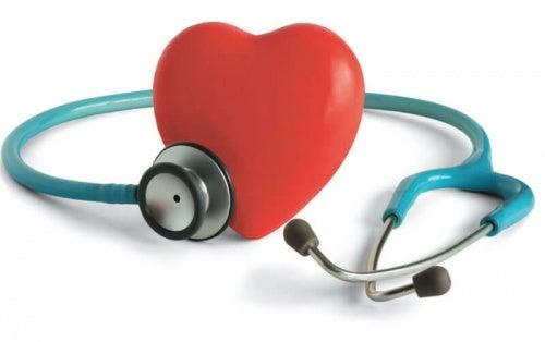 I sintomi della pressione sanguigna alta o bassa sono molteplici