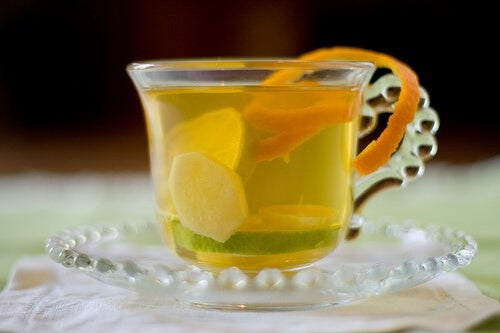 Infuso di zenzero e limone per pulire le mucose