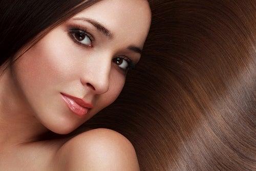 8 consigli per capelli più belli e sani