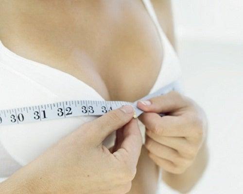 Tonificare il seno con 9 esercizi specifici