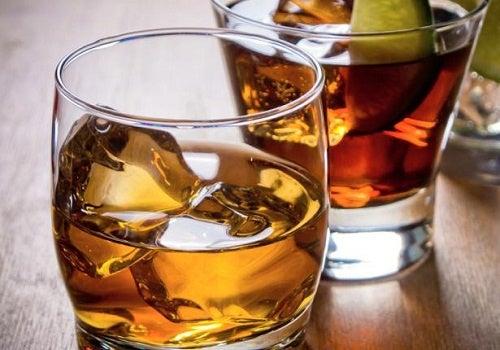 alcol in bicchiere