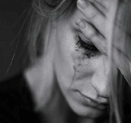 Risultati immagini per persona che piange