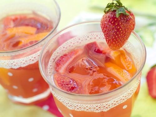 Acque aromatizzate con le fragole