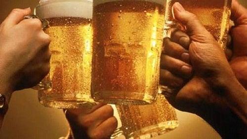 Miti e curiosità su alcol e ubriachezza