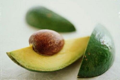 9 motivi per mangiare il seme dell'avocado