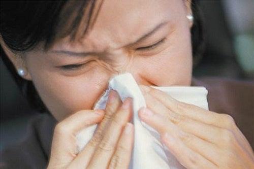 Un altro dei rimedi per russare è combattere le allergie