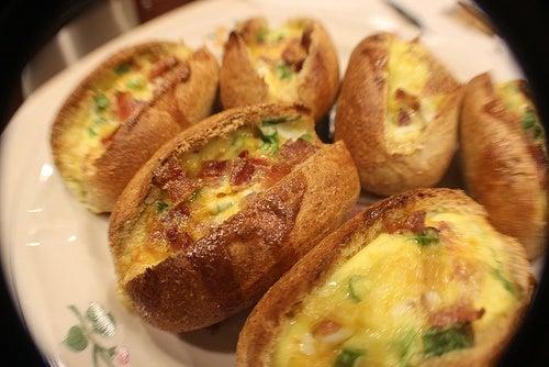 pane con uova, sedano e prosciutto