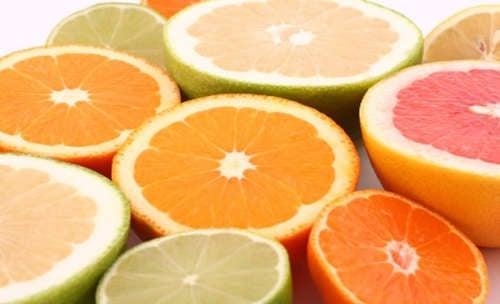 gli agrumi sono ottimi per ridurre l'infiammazione dei tessuti