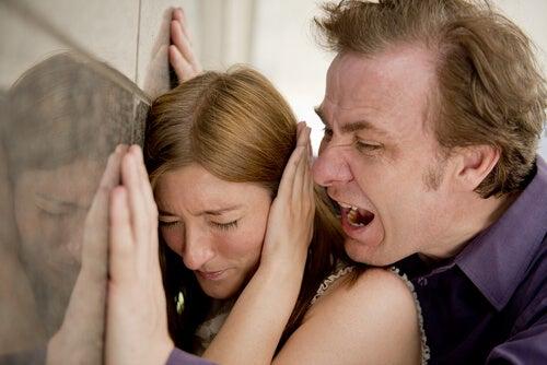 Relazione di coppia: 5 cose da non permettere mai