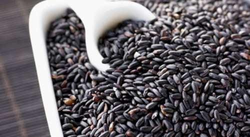 il riso nero è uno dei cereali più ricchi di antiossidanti e minerali