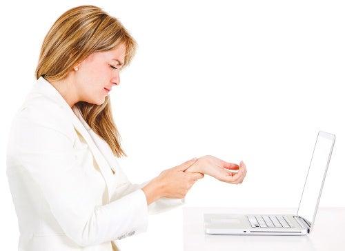 La scelta di una tastiera più ergonomica può prevenire l'insorgenza del tunnel carpale