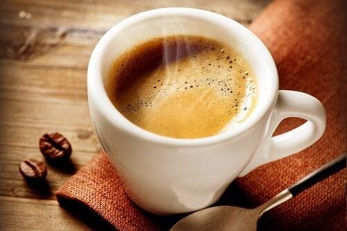 Bere caffè per frenare l'appetito: realtà o mito?