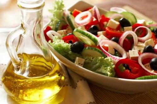 Dimagrire con la dieta mediterranea insalata