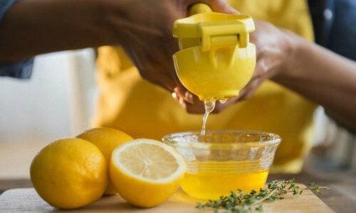 quanti bicchieri dacqua al limone dovrei bere per perdere peso?