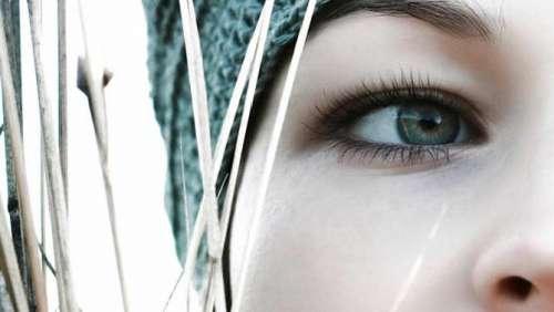 Primo piano di occhio verde femminile
