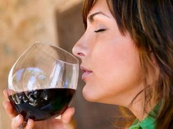 signora_bevendo_vino